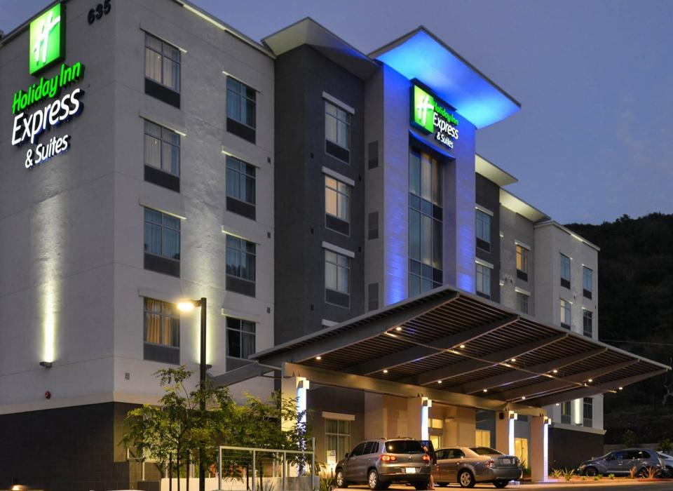 Holiday Inn Express & Suites - San Diego Mission Valley